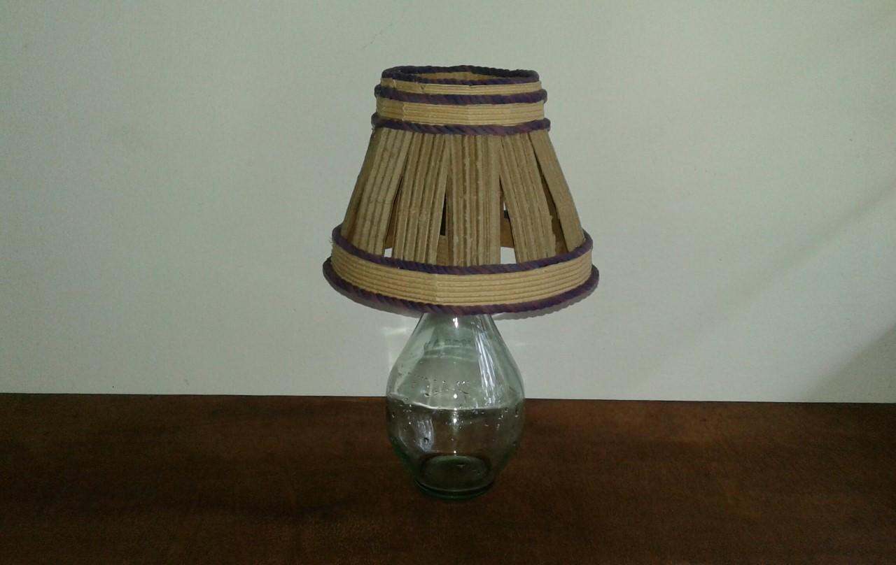 Lámpara Decorativa Con Botella De Vino Y Papel Corrugado